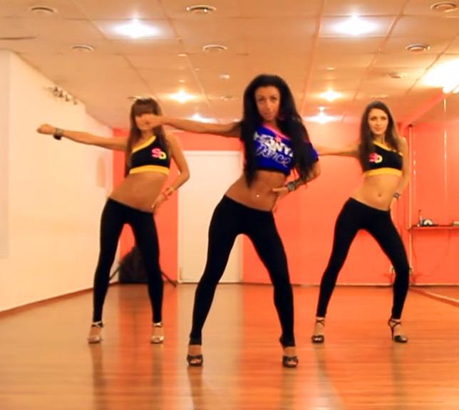 танцы в зале
