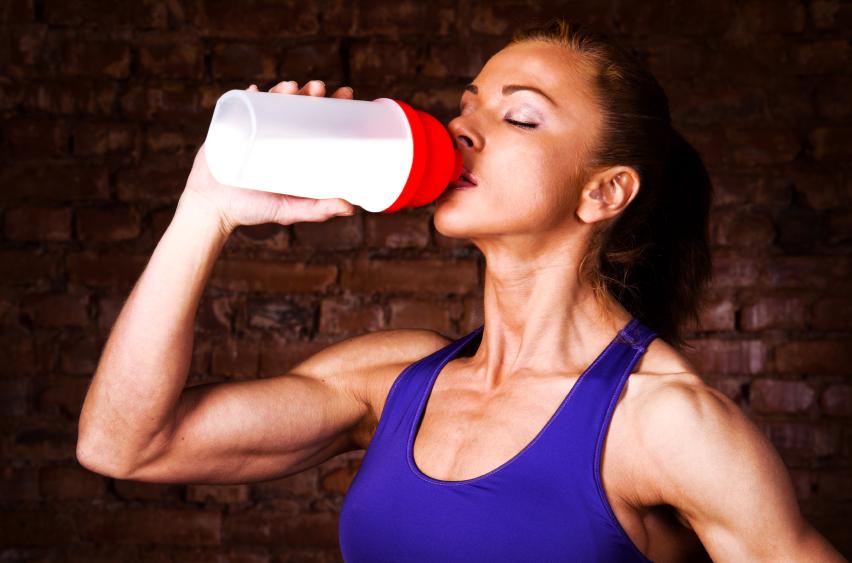 протеиновый коктейль в сочетании с физической нагрузкой