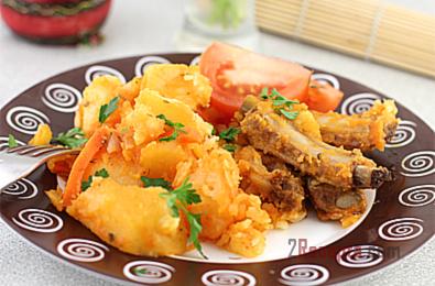 Тушеный картофель с свиными ребрышками