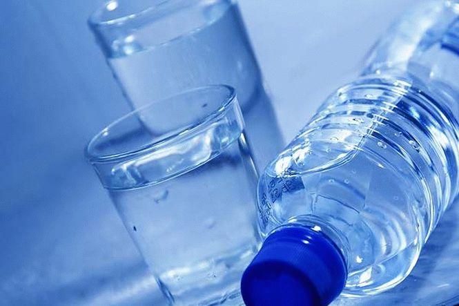 Негазированная неминеральная чистая питьевая вода