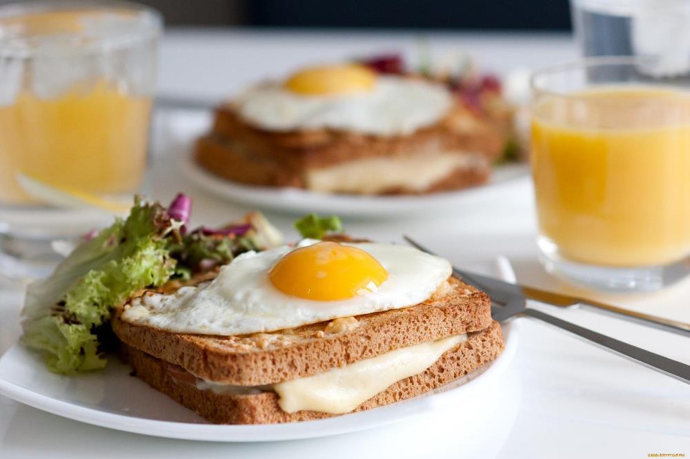 Яйца и тост с сыром