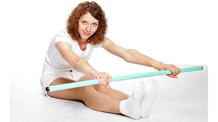 Упражнения с гимнастической палкой на коврике