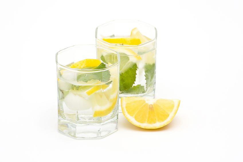 Вода с лимоном во время водной диеты