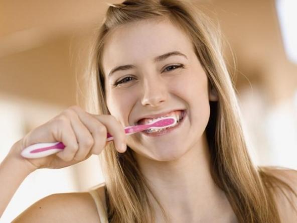 Чистка зубов после отбеливания