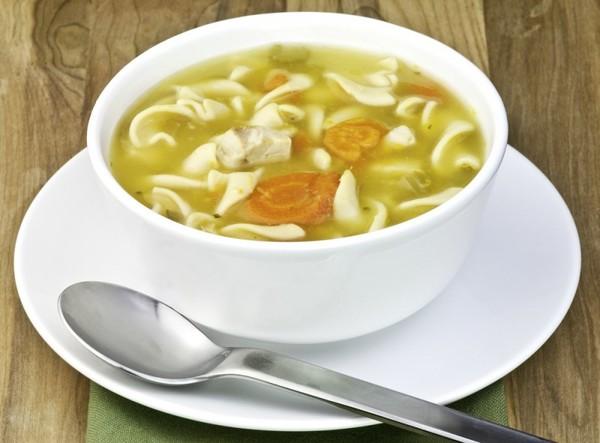 Нежирный куриный суп