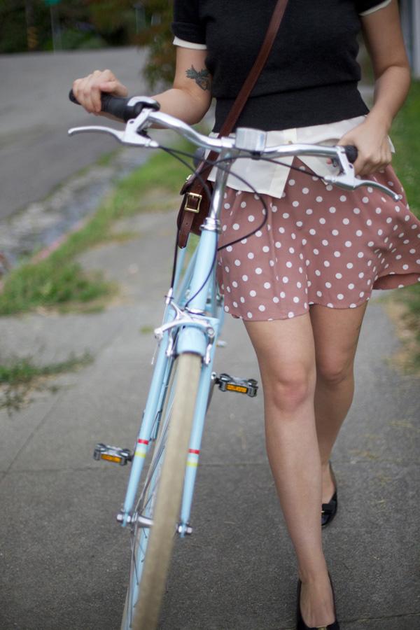 стройные ножки и велосипед