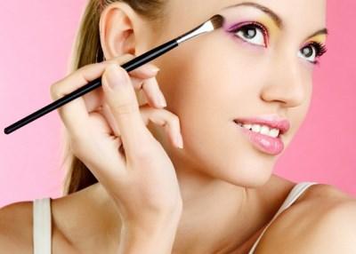особенности макияжа для нависшего века