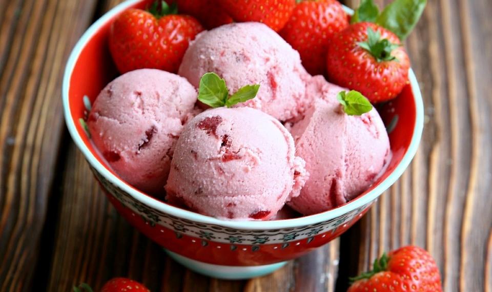 Диетическое мороженое из клубники