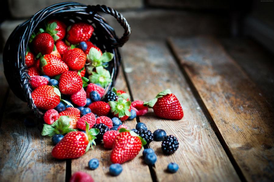 Свежие ягоды на завтрак при раздельном питании