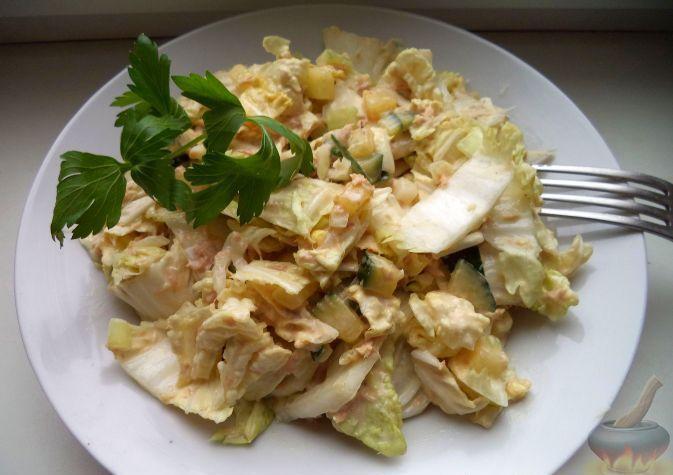Салат с тунцом и китайской капустой