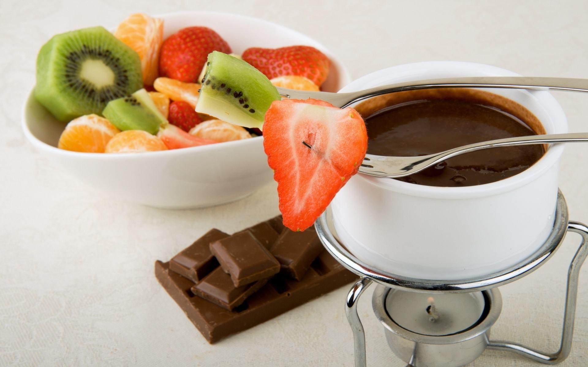 Салат из фруктов и шоколад