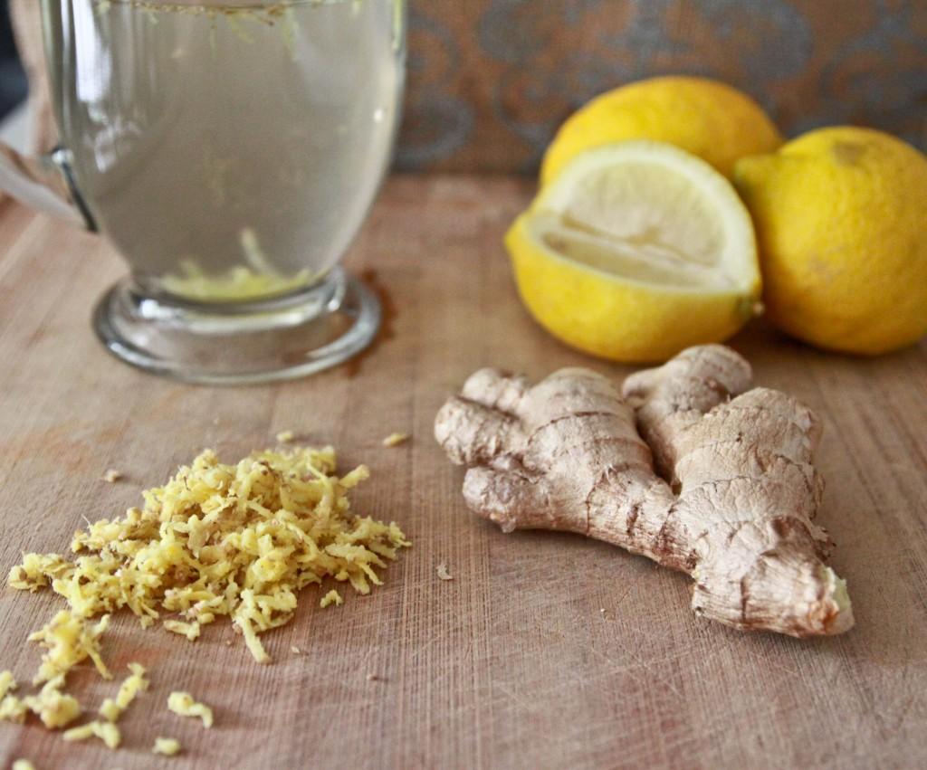 Приготовление воды с лимоном и имбирем
