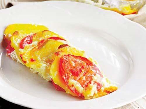 Запеченный картофель с помидорами