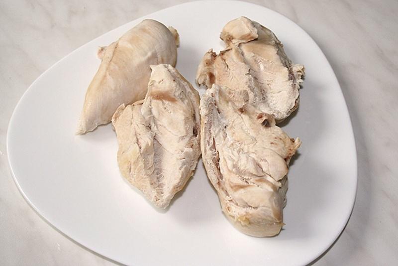 Нежирный кусок курицы