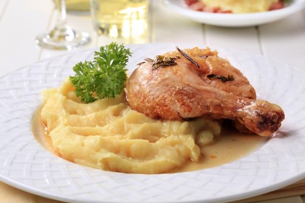 Картофельное пюре с жареной курицей