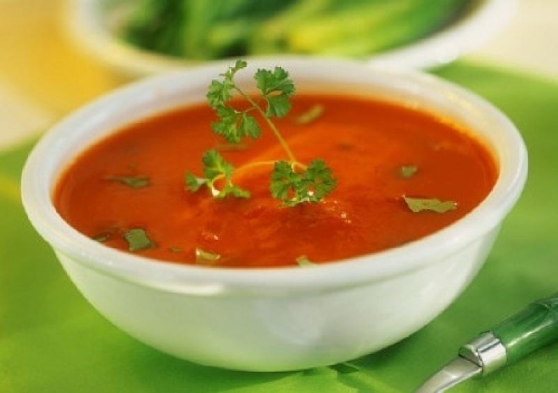 Овощной суп из помидоров и сельдерея