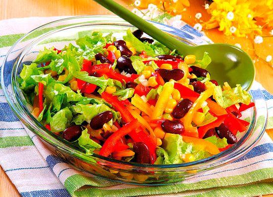 Салат из консервированной фасоли и кукурузы
