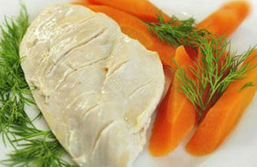 Отварная куриная грудка и морковь